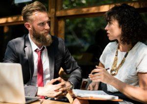 Weibliche Kommunikation im Job
